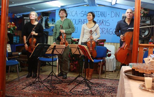 Musique classique en camp de Roms